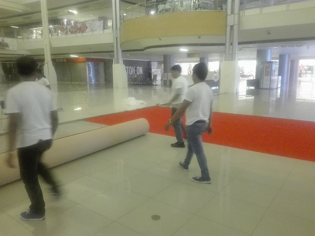 Red carpet mall installation